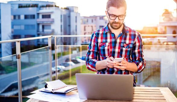 Viele arbeiten auch daheim. Auch das sollte bezahlt werden. © Halfpoint - stock.adobe.com, AK Stmk
