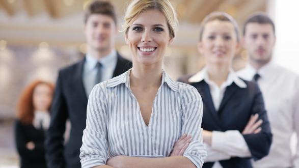 Frauen stehen in der Arbeitswelt nicht oft in der ersten Reihe. © stock.adobe.com/BENIS, AK Stmk