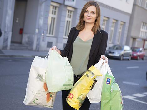 Im Handel erhältliche Bioplastiksackerl © Selina Graf, AK Stmk
