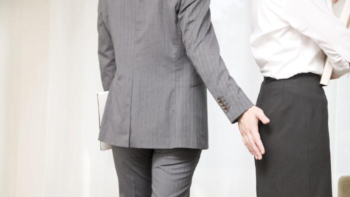 Ein Griff auf den Po kann teuer sein. © paylessimages - adobestock, AK Stmk