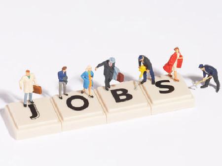 """""""JOBS"""" - Schriftzug, darauf stehen kleine Arbeiter Figuren! © Franz Pfluegl, Fotolia"""