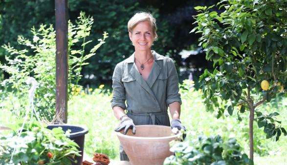 TV-Expertin und Autorin Angelika Ertl gibt professionelle Video-Tipps fürs Garteln. © Graf-Putz, AK Stmk
