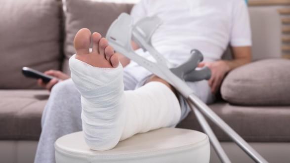 Wer Notstandshilfe bezieht und in den letzten Monaten krank war, kann um höheres Krankengeld ansuchen. © Andrey Popov - stock.adobe.com, AK Stmk