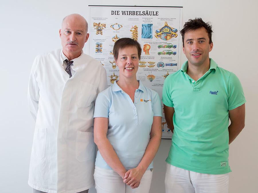 Ein Teil des Teams im Eisenerzer Gesundheitszentrum: Dr. Hannes Bauer, DGKS Gudrun Franzl und Dr. Uwe Bauer- Schartner © Graf, AK Stmk