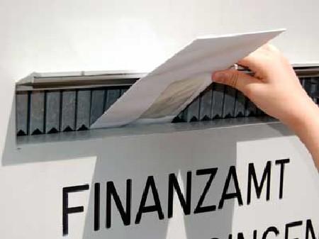 Brief beim Finanzamt abgeben © Dron, Fotolia.com