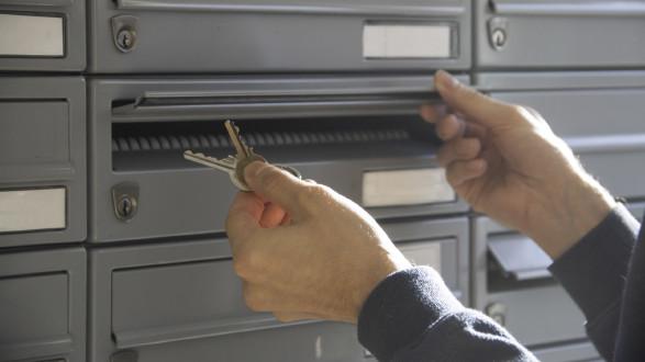 Die Schlüsselübergabe kann kontaktlos erfolgen, muss aber mit Vermieterseite vereinbart werden. © Temel, AK Stmk