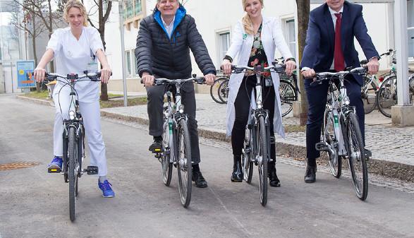 LKH-Betriebsdirektor Gebhard Falzberger und Personalchef Thomas Bredenfeldt (r.) forcieren das Fahrradfahren. © Graf, AK Stmk