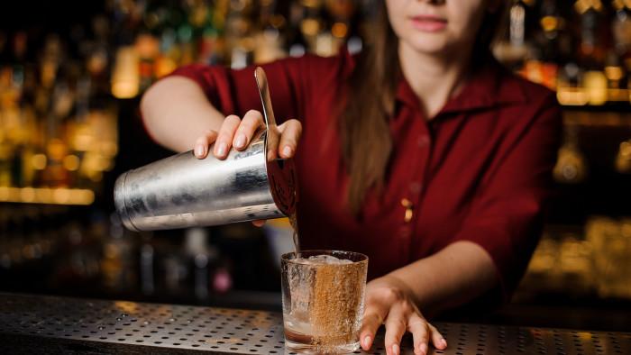 28.500 Euro erhielt die Kellnerin für Entgelt, Überstunden usw. zugesprochen. © fesenko - stock.adobe.com, AK Stmk