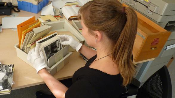 Anja Grabuschnig führt mit großer Leidenschaft das AK-Archiv. © AK Stmk, AK Stmk