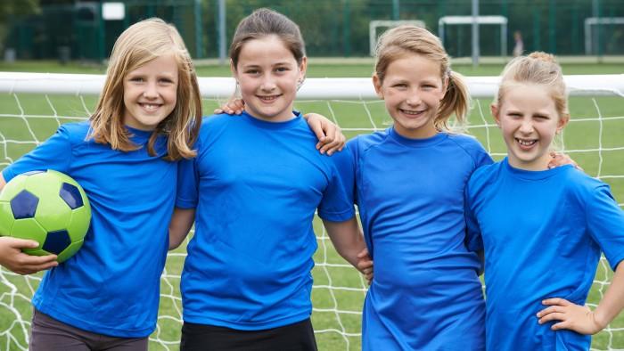 Für Mädchen gibt es im Sommer ein exklusives Fußballcamp in Graz. © adobe.stock.com, AK Stmk