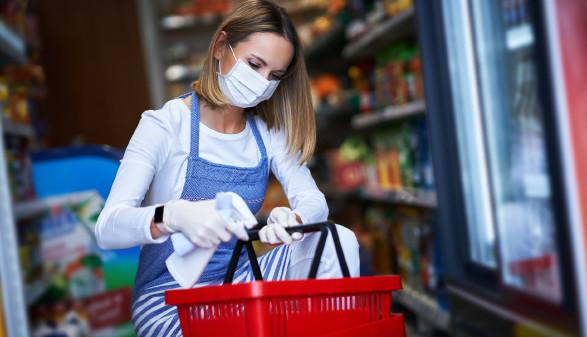 Eine AK-Studie hat erforscht, wie es Menschen in systemrelevanten Berufen geht. Hier exemplarisch Frauen in der Nahversorgung. © Kalim - stock.adobe.com, AK Stmk