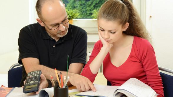 Schülerin bei der Nachhilfe © DanRace, stock.adobe.com