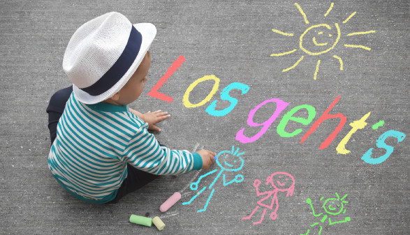 Mit Kind sollen beide Eltern für Vollzeitanstellung kämpfen. © motorradcbr - stock.adobe.com, AK Stmk