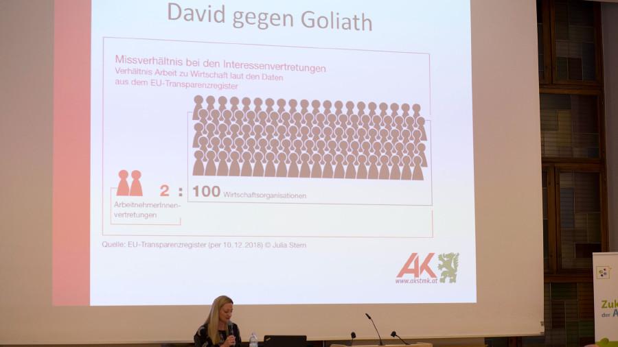 Juristin Verena Stiboller im Vortrag über ihre Zeit im AK-Büro in Brüssel. © Temel, AK Stmk