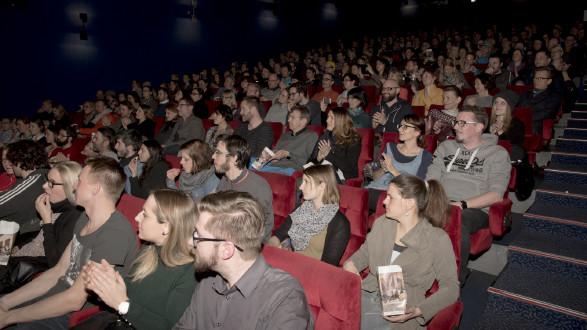 Voller Saal bei der Kinopremiere © Krobath, -