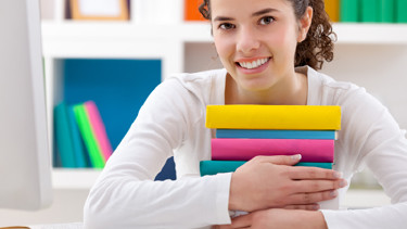 Schülerin beim Lernen © Igor Mojzes, Fotolia