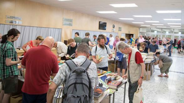 Viele Interessierte am AK-Bücherflohmarkt im Juni 2019. © Buchsteiner, AK Stmk