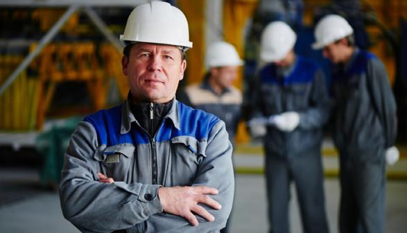 Arbeiter mit Schutzkleidung © Amixstudio, stock.adobe.com