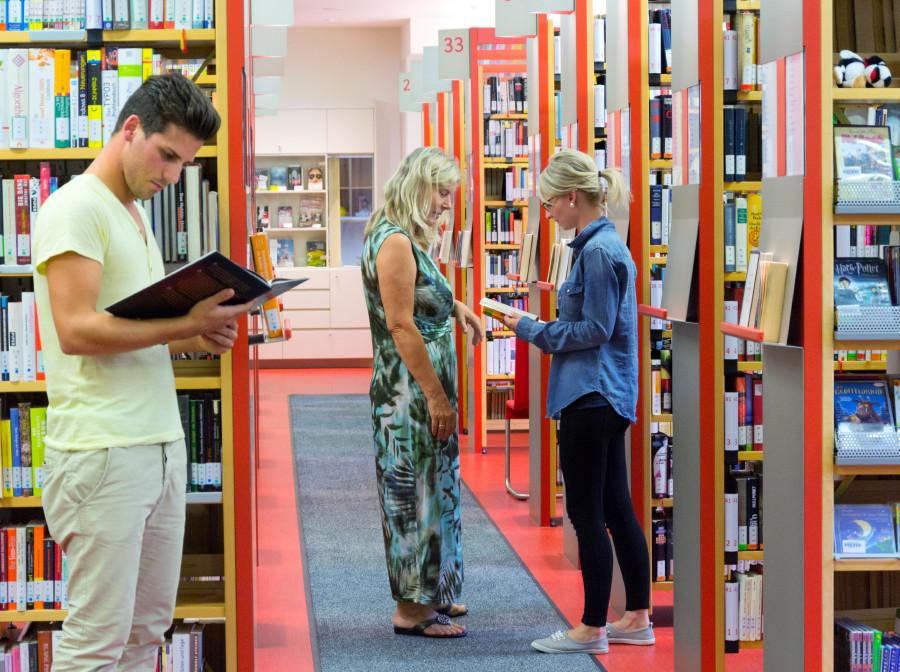 Bibliothek Gang lesen Beratung © Purkarthofer, AK Stmk