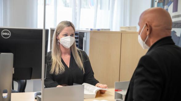 AK-Juristin Verena Stiboller berät, was man bei einer Kündigung tun sollte und ob man dagegen etwas unternehmen kann. © Temel, AK Stmk