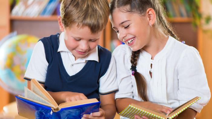 Kinder mit Bücher © spass, stock.adobe.com