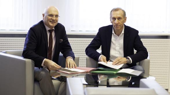 AK-Präsident Josef Pesserl (r.) und AK-Direktor Wolfgang Bartosch freuen sich über den großen Zuspruch der Mitglieder und deren klares Bekenntnis zur Sozialpartnerschaft. © Temel, AK Stmk