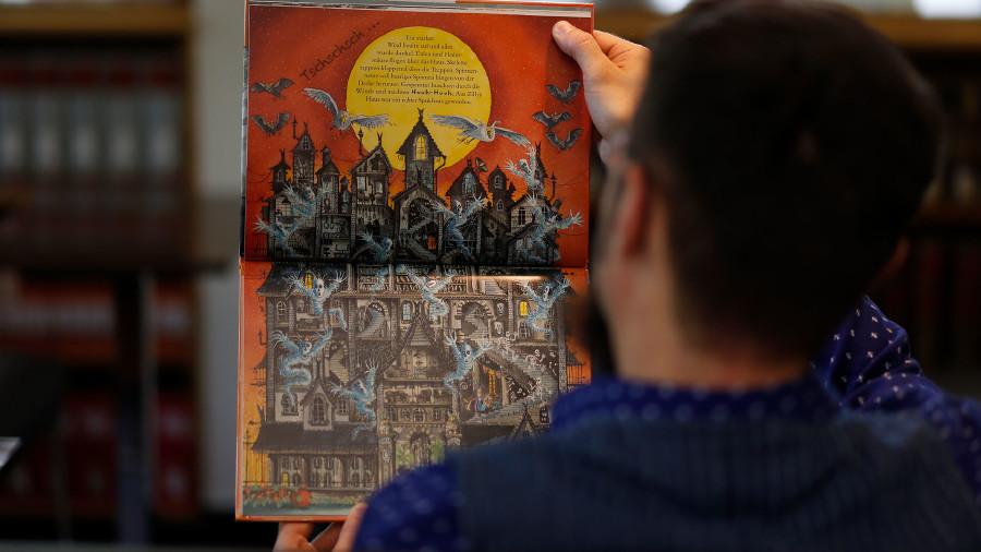 Große Kinderbücher mit wunderschönen Illustrationen sind auch neu im Sortiment der AK-Biblitohek. © Buchsteiner, AK Stmk