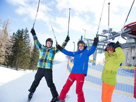 Sonne und viel Schnee gab es beim AK-Skitag auf der Brunnalm. © Graf, AK Stmk