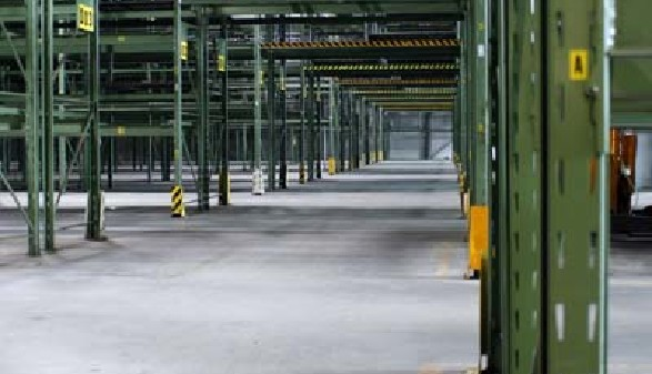 Leere Lagerhallen und keine Arbeit - Darf Sie ihr Chef nach Hause schicken? © sk_design, fotolia.com