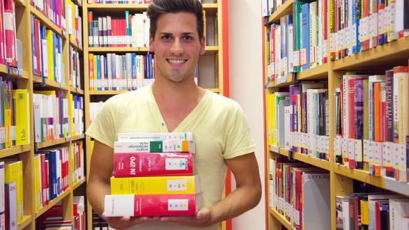 Aus rund 65.000 Bücher kann in unserer Buchsuche gewählt werden. © Purkarthofer, AK Stmk