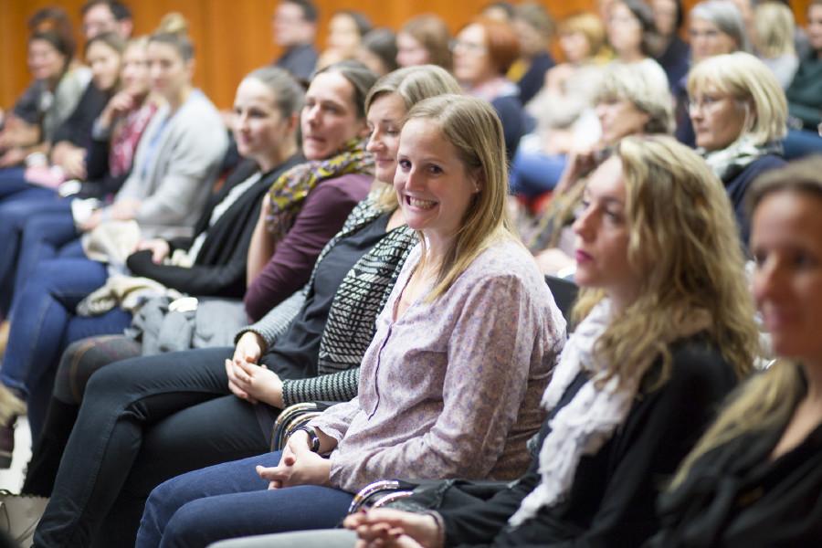 Zahlreiche interessierte Zuhörerinnen und Zuhörer kamen in den AK Festsaal. © Graf-Putz, AK Stmk