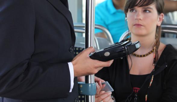 Werden Kinder zwischen 14 und 18 Jahren ohne Ticket erwischt, sollte die Strafe unbedingt beeinsprucht und das Schülerticket nachgebracht werden. © auremar/stock.adobe.com, AK Stmk