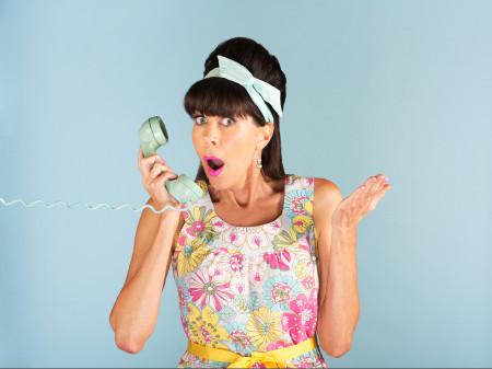 Frau mit einem Telefonhörer in der Hand © Fotolia.com/Scott Griessel, AK Stmk