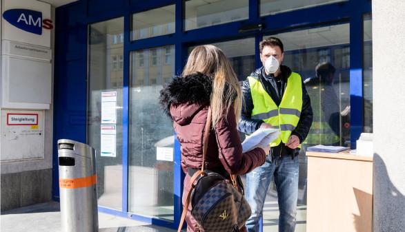 Die Nettoersatzrate beim Arbeitslosengeld soll von derzeit 55 auf 70 Prozent angehoben werden, fordert die AK. © Mirjam Reither / picturedesk.com, AK Stmk