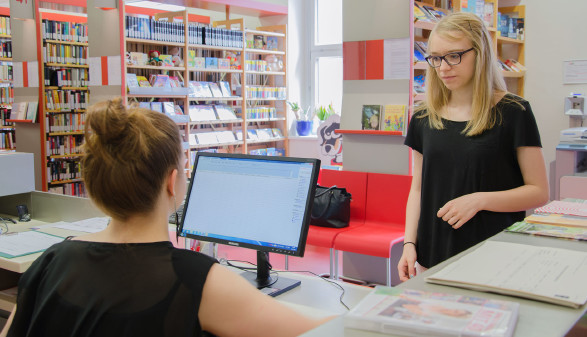 Die AK-Bibiothek bietet 100.000 Bücher, Hörbücher, DVDs und Magazine. © Purkharthofer, AK Stmk