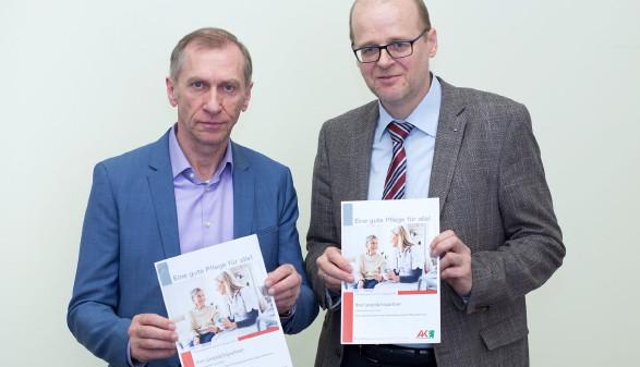 AK-Präsident Josef Pesserl präsentierte mit Alexander Gratzer (Leiter der Abteilung Gesundheit, Pflege und Betreuung) bei einer Pressekonferenz die Zahlen aus der Pflege. © Temel, AK Stmk