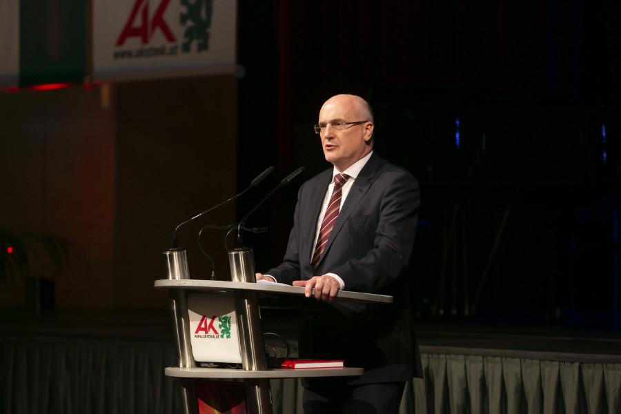 """AK-Direktor Wolfgang Bartosch: """"100 Jahre Arbeiterkammer bedeuten 100 Jahre Einsatz für soziale Gerechtigkeit."""" © Eder, AK Stmk"""