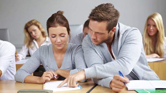 Geht es nach den rund 300 Befragten einer AK-Studie, reduziert sich das Risiko, arbeitslos zu werden, durch Weiterbildung. © Robert Kneschke - stock.adobe.com, AK Stmk