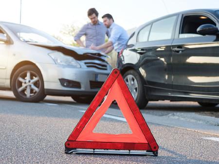 Wer schuldlos in einen Autounfall gerät, hat Anspruch auf Reparatur der Schäden am Pkw und auf eine Abgeltung für die Wertminderung. © Fotolia.com/Paolese, AK Stmk