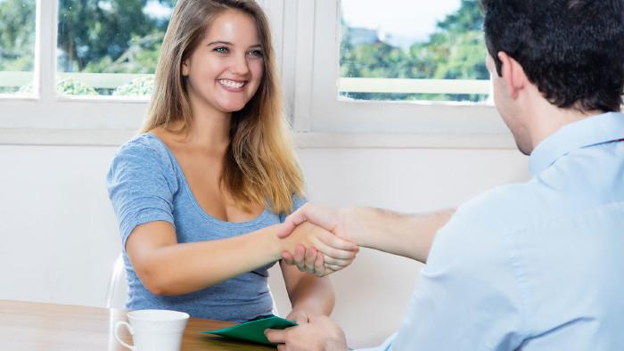 Vorsicht bei Vertragsabschluss, wenn man minderjährig ist! © Daniel Ernst - stock.adobe.com, AK Stmk