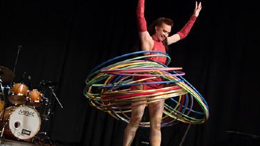 Hula-Hoop-Artistin Teresa © Graf, AK Stmk