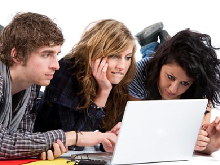 Teenager surfen im Internet © Chlorophylle, Fotolia