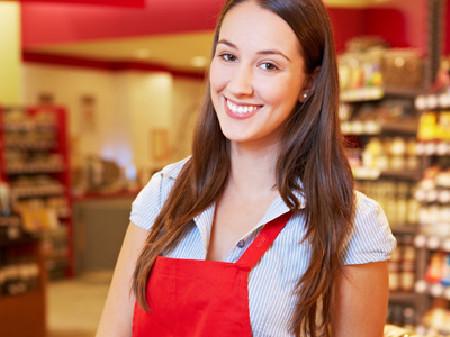 Verkäuferin in einem Lebensmittelgeschäft © Robert Kneschke, Fotolia.com