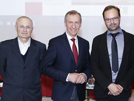 AK-Präsident Josef Pesserl mit Dr. Josef baum (l.) und MMag. Eric Kirschner (r.) © Graf, AK Stmk