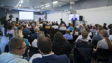 Gert-Peter Reissner sprach vor rund 400 Interessierten über die aktuellen Entwicklungen im Arbeitsrecht 2018. © Graf-Putz, AK Stmk