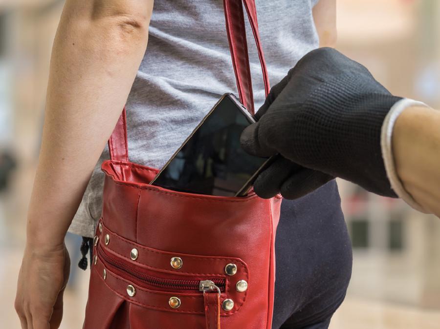 Was tun, wenn sich die Versicherung quer legt? AK-Konsumentenschutz kontaktieren: 05/7799-2396 oder konsumentenschutz@akstmk.at. © Fotolia.com/vchalup, AK Stmk