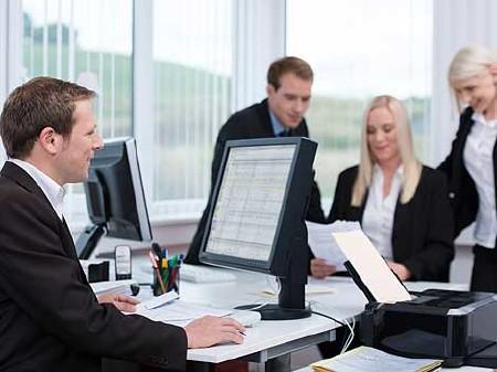 Das Wirtschaftsgespräch - Betriebsräte haben Anspruch darauf © contrastwerkstatt, Fotolia.com