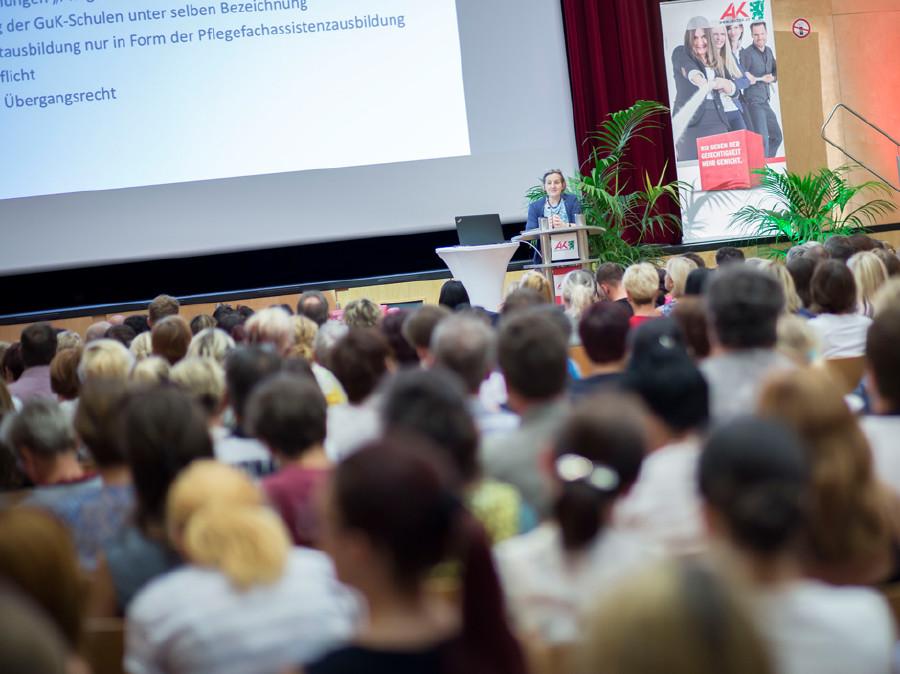 Dr. Meinhild Hausreither vom Gesundheitsministerium im Vortrag. © Graf, AK Stmk