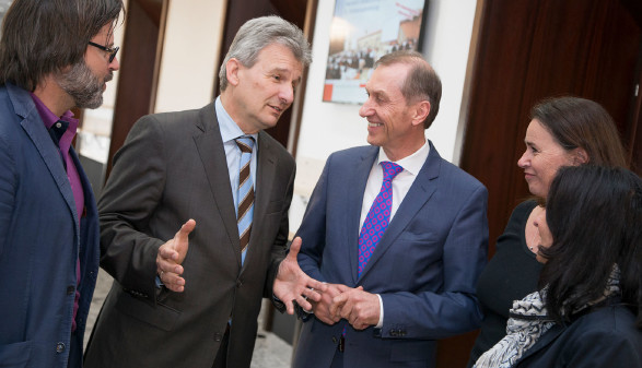 ÖGB-Präsident Erich Foglar im Gespräch mit AK-Präsident Josef Pesserl und AK-Vizepräsidentin Patricia Berger (v.l.)  © Graf-Putz, AK Stmk