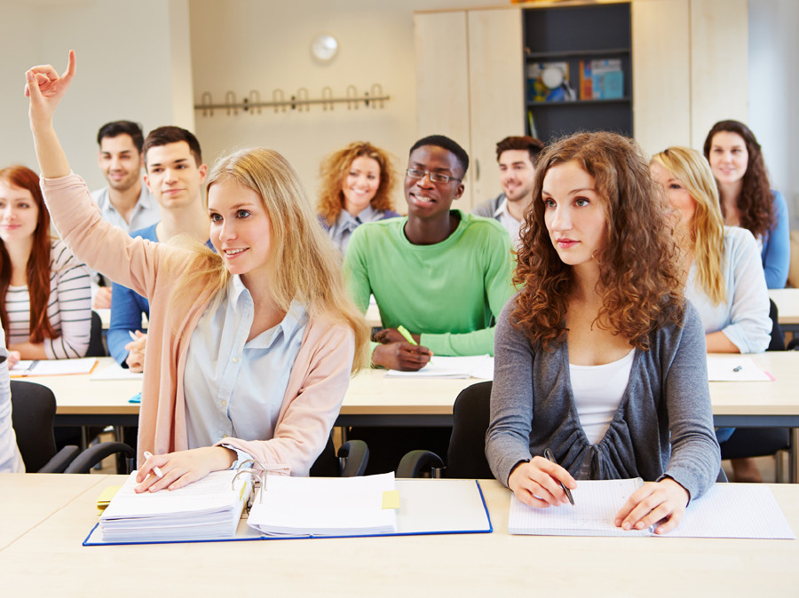 1.260 Stunden werden Lehrlinge künftig in der Berufsschule verbringen. © Fotolia.com/Kneschke, AK Stmk